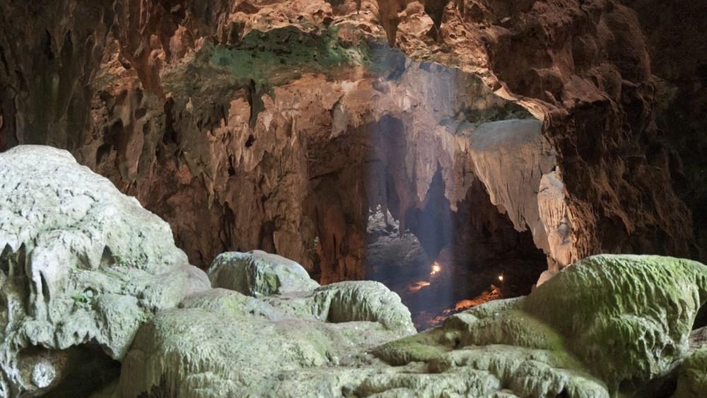 Пещера Кальяо на филиппинском острове Лусон, где были найдены останки трёх людей нового вида.