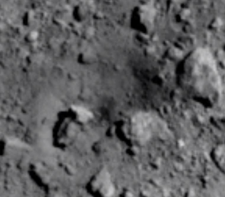 Судя по снимкам, кратер получился неожиданно большим.