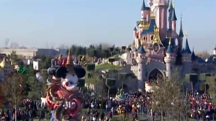 Парижский Disneyland возобновит работу через месяц