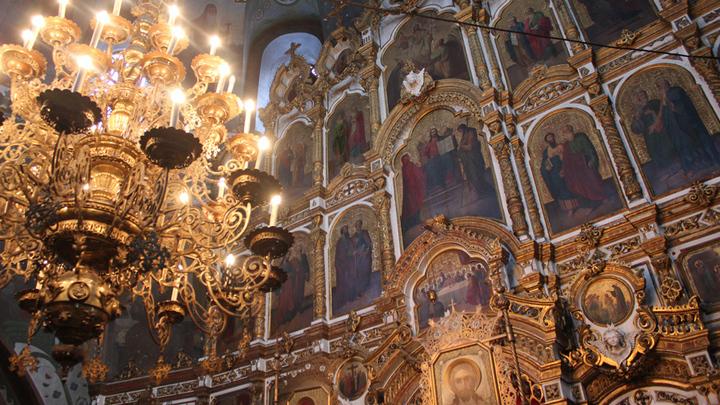 Пятиярусный иконостас с иконами В. Васнецова.