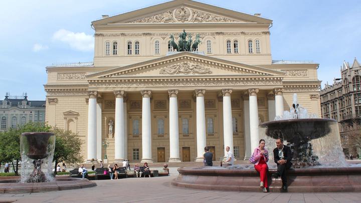 Москва, Большой театр, где пела Г. Вишневская и откуда была изгнана когда-то….Факт истории.