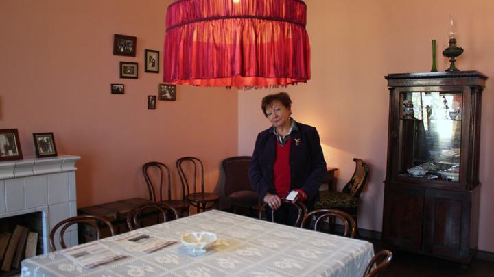 Директор музея А.Ахматовой Нина Иванова.