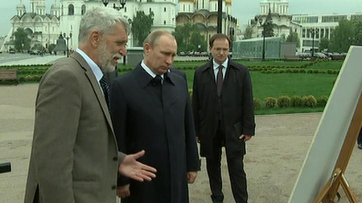 Президент России осмотрел раскопки на месте 14-го корпуса Кремля