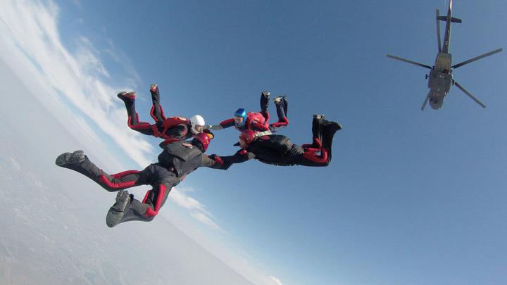 Парашютисты; парашютный спорт