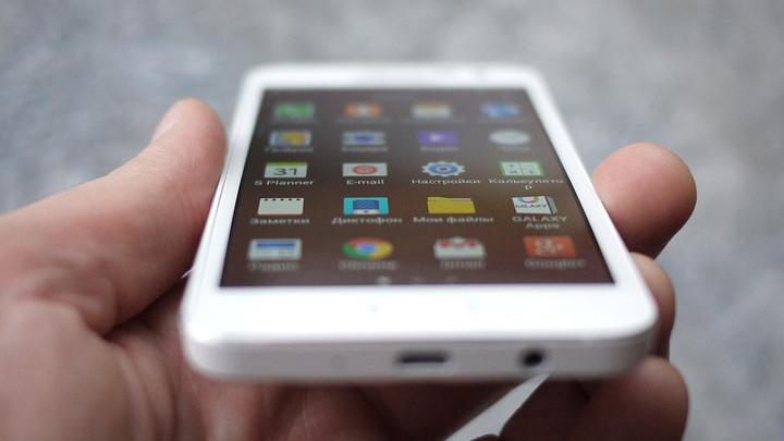 Samsung хотят засудить за лишние приложения на смартфонах