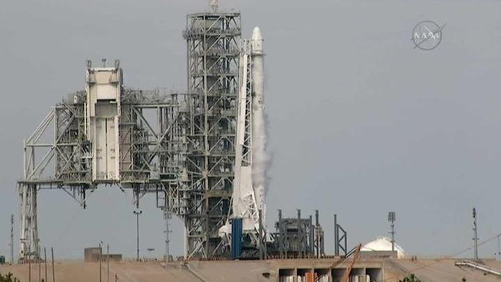 Пуск носителя Falcon 9 отложен photo