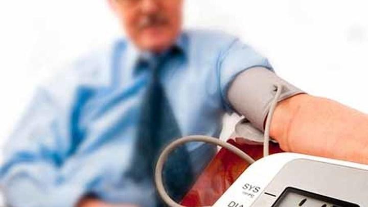 Гипертония требует постоянного контроля за давлением.