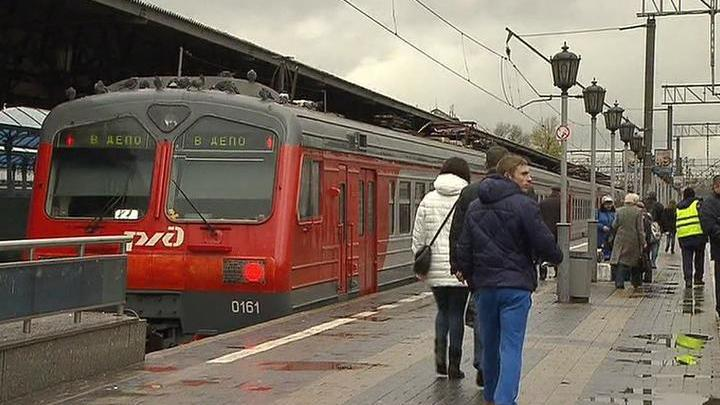 Пригородные поезда Курского направления МЖД задерживаются из-за инцидента с пассажиром