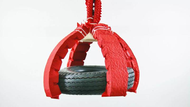 """Робот с мягкими """"мышцами"""" поднимает груз в тысячу раз больше своего веса"""