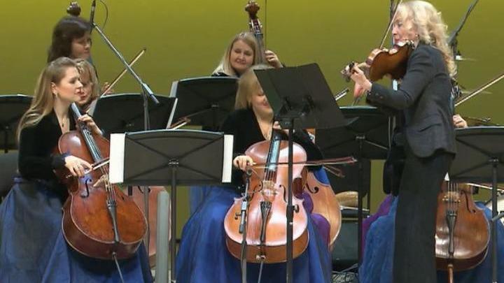 Вивальди-оркестр и Светлана Безродная дали концерт в КЗЧ