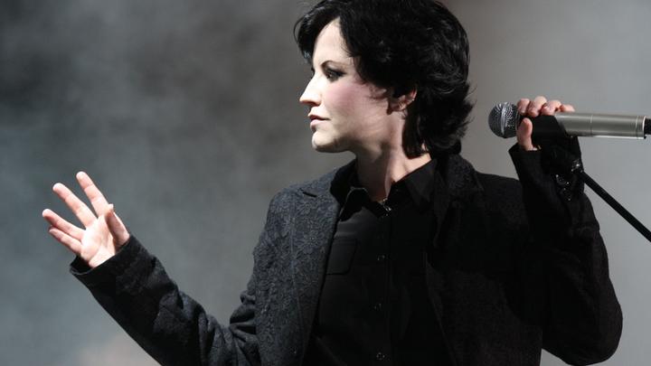 Долорес О'Риордан,  ирландская певица