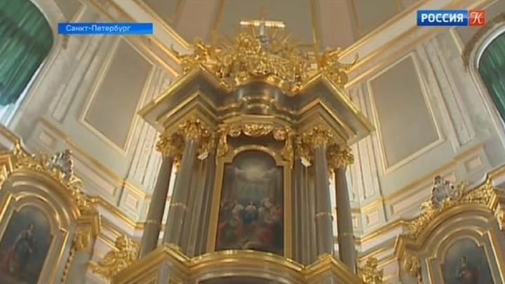 В Большом Меншиковском дворце восстановили домовую церковь и ее убранство