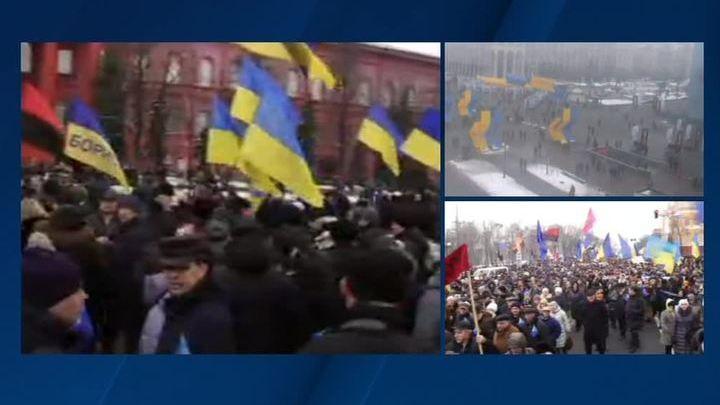 """В центре Киева несколько тысяч человек требуют: """"руки прочь от Миши"""""""
