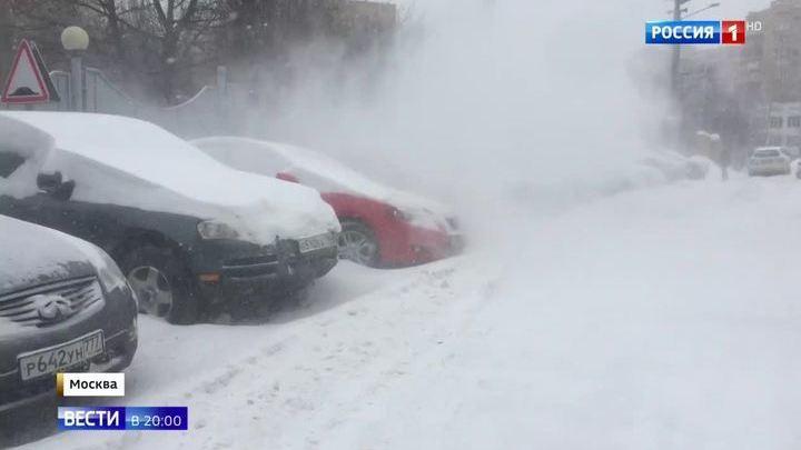 Столичные коммунальщики не справляются с количеством снега
