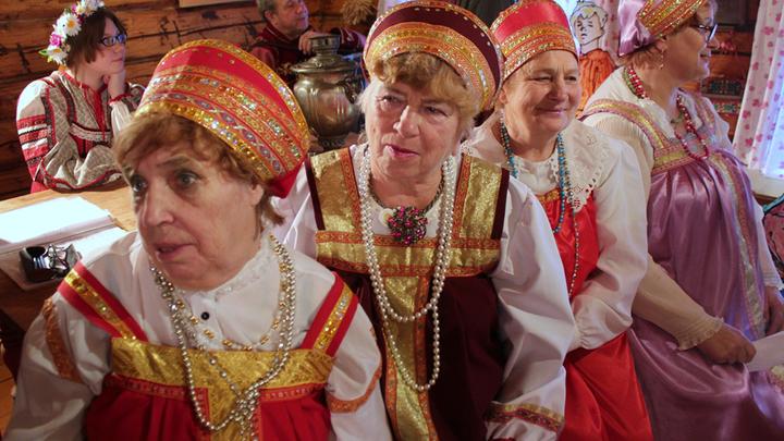 Посиделки в Лизуново и говорим о старинной деревне с 400-летней историей и его песнях.