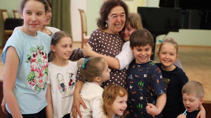 Елена Геннадьевна Сорокина с участниками конкурса