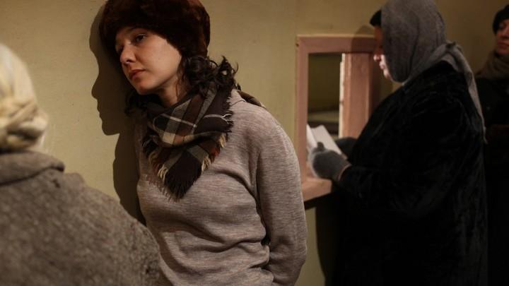 """Полина Агуреева в роли Жени Шапошниковой в фильме """"Жизнь и судьба""""."""