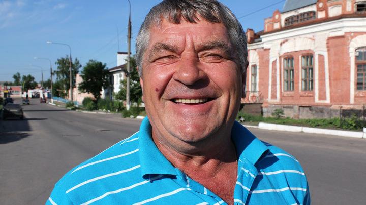 Павловск. Бывший подводник и отец подводника Николай Кушнарёв