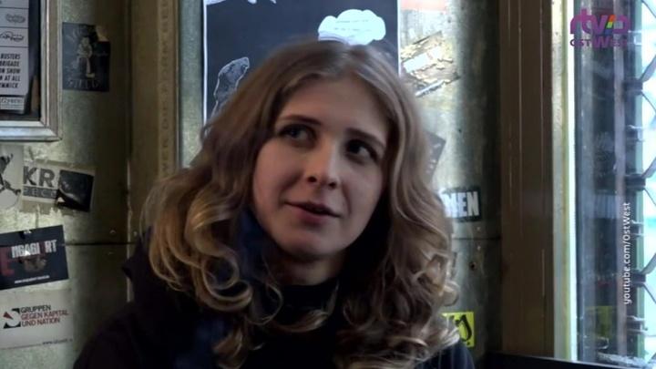 В Москве участницы группы Pussy Riot сбили полицейского