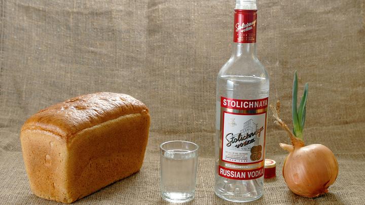 Онищенко предложил продавать водку по 700 рублей за бутылку