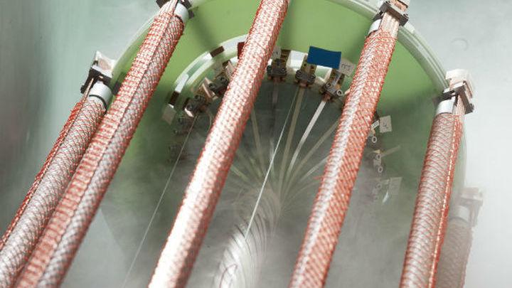 Сверхпроводимость позволяет создавать провода, в которых не теряется энергия.
