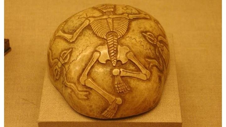 Тибетская капала - сосуд, сделанный из верхней части человеческого черепа. Яркий пример того, в какое искусство развилась со временем ритуализация смерти.