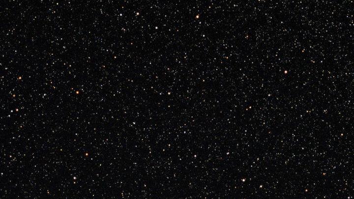 Уникальная система расположена в созвездии Водолея в 900 световых годах от Земли
