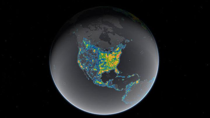 Эта карта демонстрирует световое загрязнение в западном полушарии Земли.