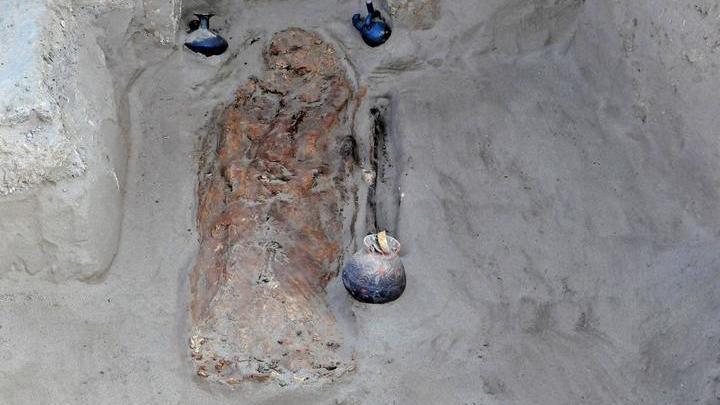 Найденное захоронение детей относится к культуре Чиму, которая была завоёвана инками.
