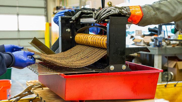 Новый материал Oleo Sponge впитывает нефти в 90 раз больше собственного веса.