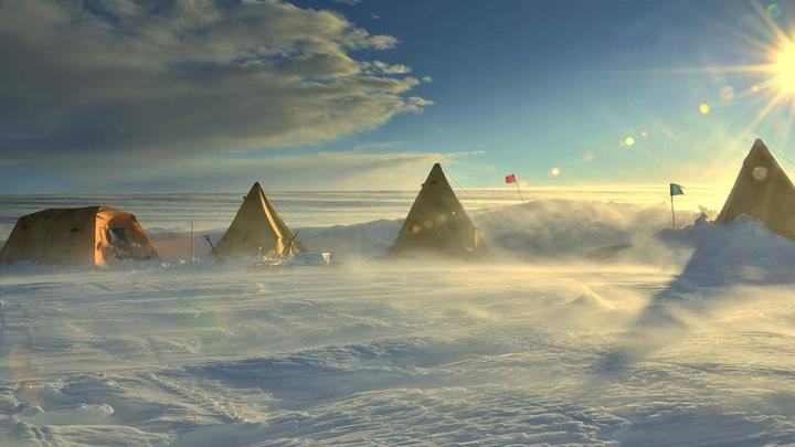 Команда выбрала отдалённый регион Антарктиды, где слои древнего льда могут находиться ближе к поверхности.