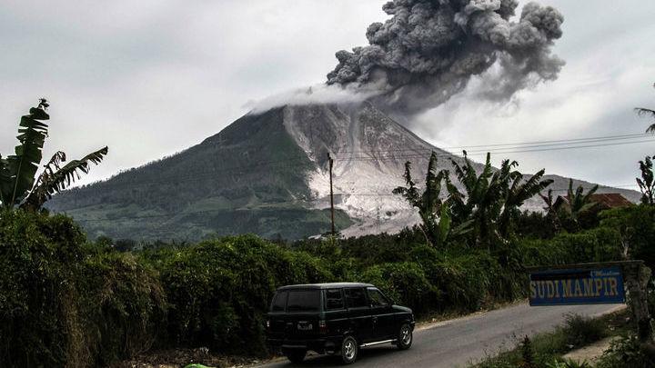 Более 10% населения Земли живёт рядом с действующими вулканами.