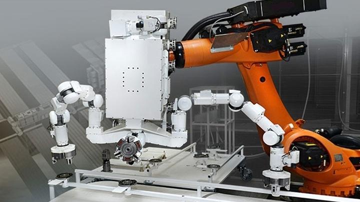 """Комплекс """"Косморобот"""" включает непосредственно мобильного робота, пульты управления, средства интеграции и наземный сегмент."""