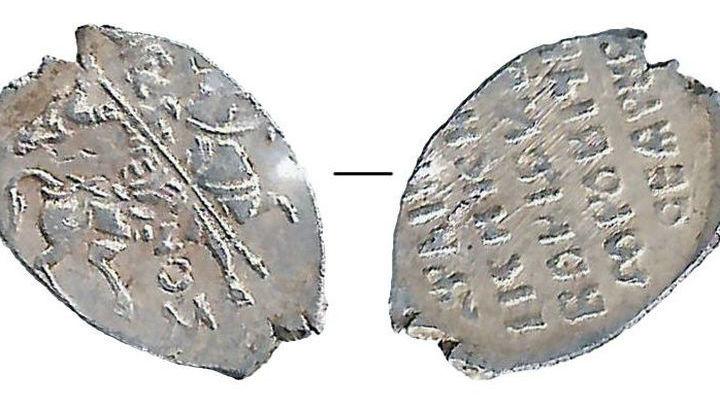 В те времена монеты в России чеканились из иноземного серебра.