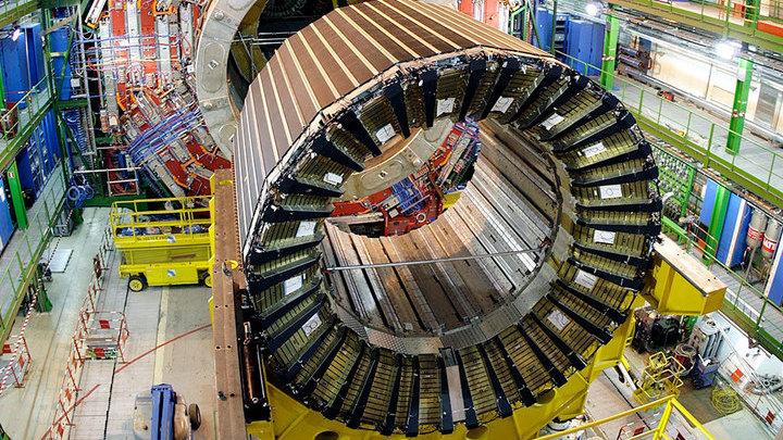 Опыты, проведённые на самом большом в мире ускорителе, в очередной раз подтвердили Стандартную модель физики элементарных частиц.