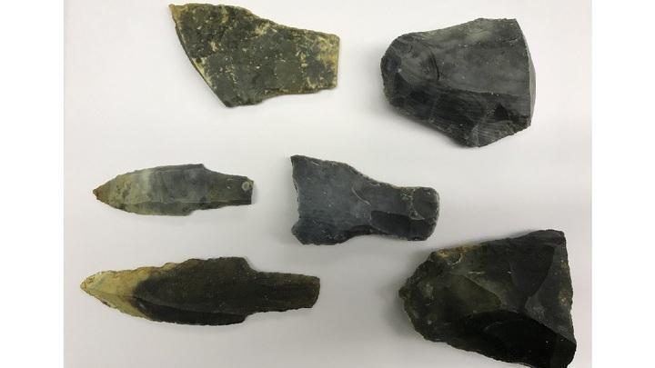 Каменные орудия, при помощи которых индейцы майя разделывали рыбу и мясо для дальнейшей засолки.