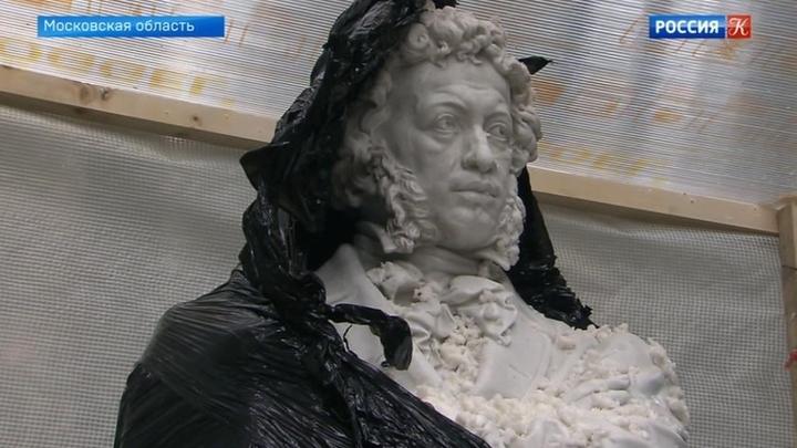 """К юбилею усадьбы """"Архангельское"""" специалисты завершают реставрацию скульптур"""