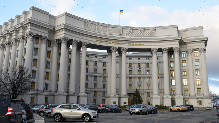 Киев определился, кого из российских дипломатов вышлет