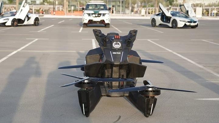 """Модель Scorpion 3 включает систему аварийной посадки, звуковую и визуальную систему предупреждения о преградах и специальные защитные элементы, которые не позволят ездоку вывалиться из """"седла""""."""