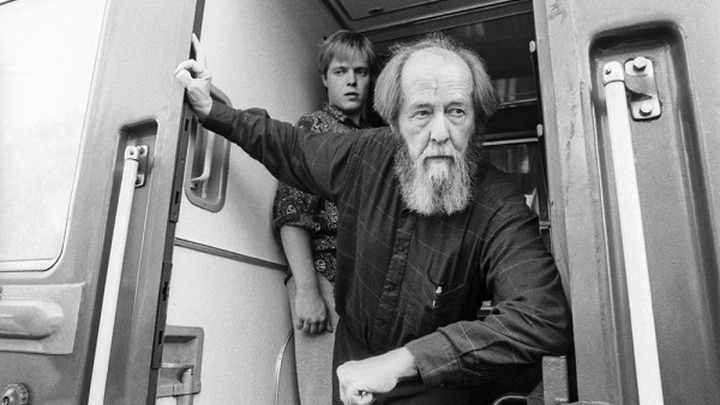 Май 1994 года. Возвращение Александра Солженицына из Вермонта во Владивосток, далее - через всю Россию. Фото Владимира Саяпина.