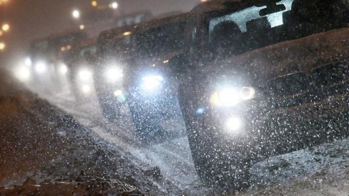 Снегопад привел к транспортным заторам на дорогах Сочи