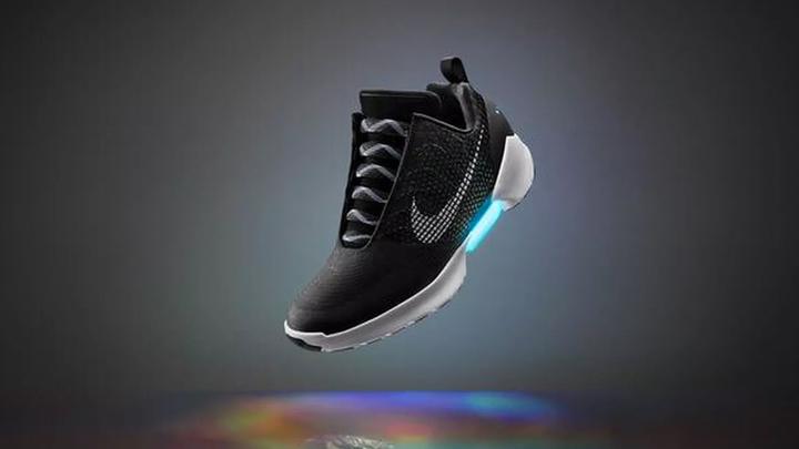 Кроссовки Nike с автошнуровкой станут вдвое дешевле