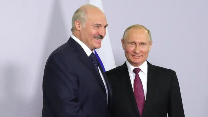 Путин провел телефонный разговор с Александром Лукашенко