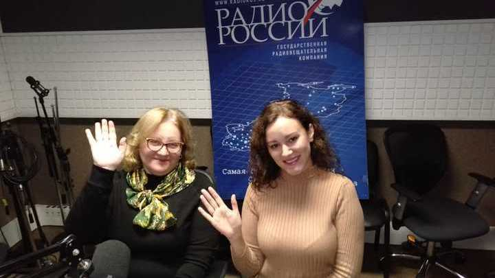 На фото с ведущей передачи -  врач-дерматолог, косметолог Лидия Андреевна Шошина.