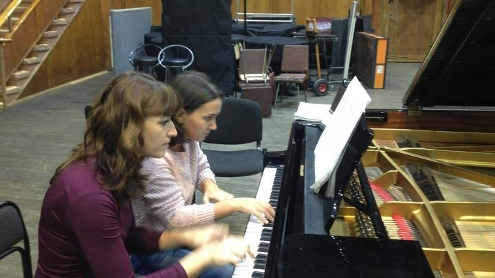 Дарья Музыка и Мария Котова в музыкальной студии Радио России. Фото Людмилы Осиповой