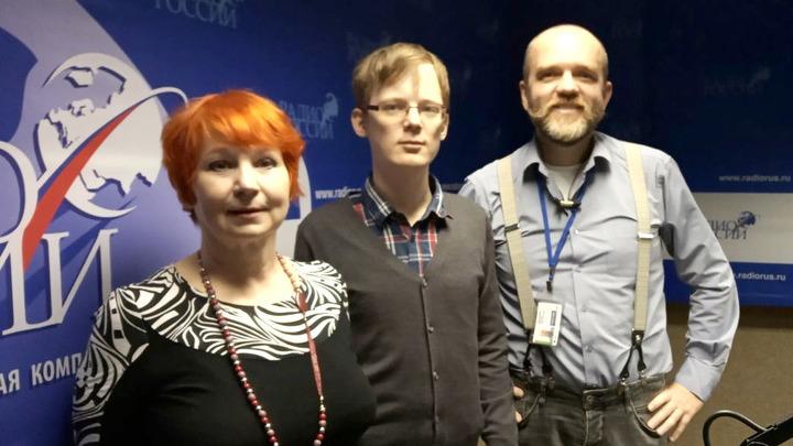 Ирина Малашенкова, Сергей Крынский и Дмитрий Конаныхин в эфирной студии