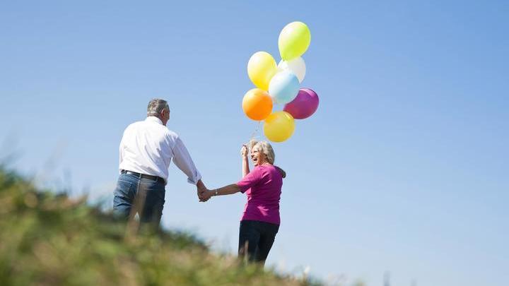 Исследование показало, что дольше живёт тот, чей партнёр удовлетворён жизнью.