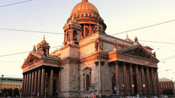 Исаакиевский собор, высота 101, 5 метр с монолитными колоннами, которых на всех 4-х портиках и барабане храма 72, вес – от 64 до 114 тонн. Освящен 30 мая (12 июня) 1858 года. Фото Леонида Варебруса