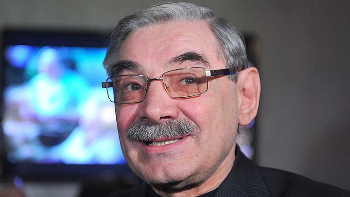Александр Панкратов-Черный принимает поздравления с юбилеем