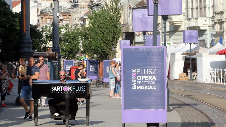 Мистер Пиано на улицах Мишкольца / фото предоставлено оргкомитетом фестиваля